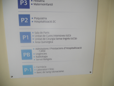 Poster with information on the location of religious service in a Spanish hospital